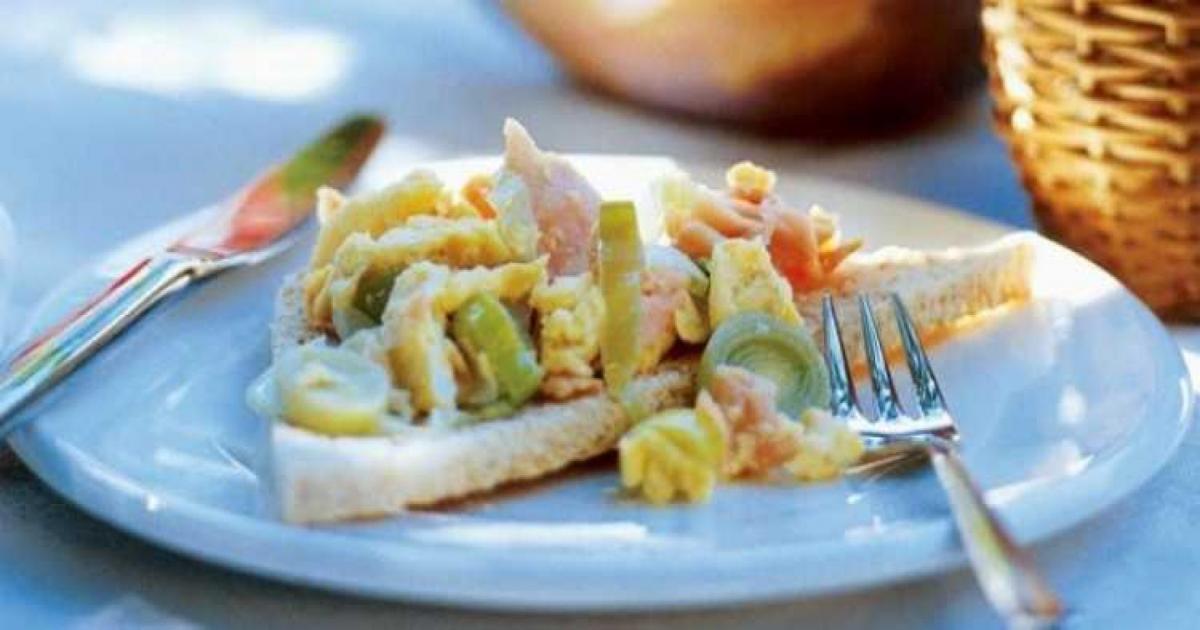 receita-sanduiche-ovos-mexidos-salmao